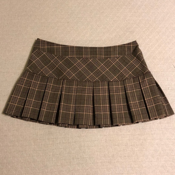 Gadzooks Dresses & Skirts - LIKE NEW Gadzooks Plaid Pleated Mini Skirt